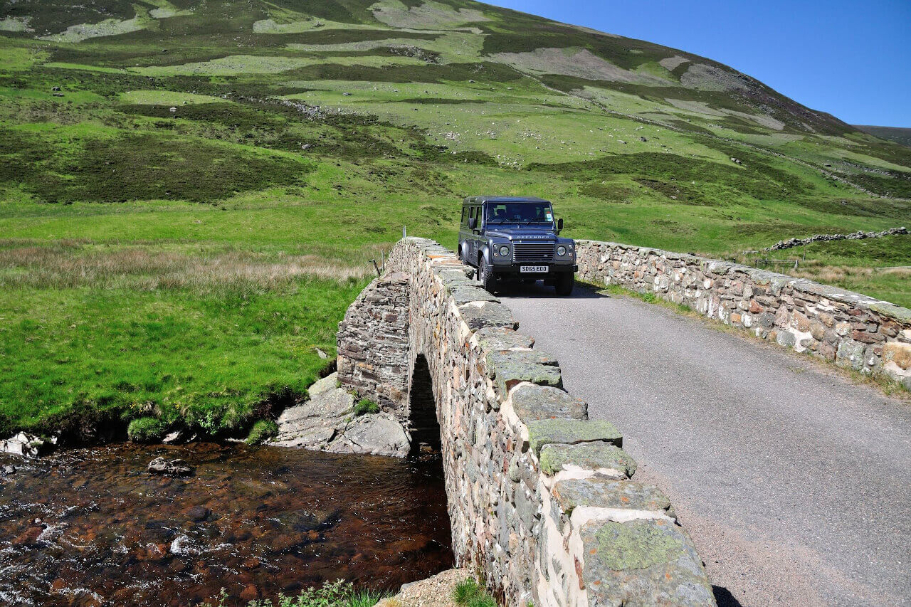 fly fishing transport with guide to scottish river